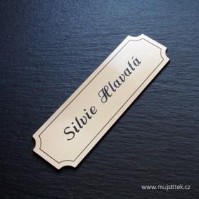 Nalepovací plastový zlatý dveřní štítek s laserováním jména a přijmení