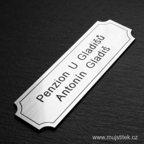 Plastový nalepovací štítek se jménem a přijmením