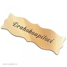 Zlatý nalepovací štítek na vchodové dveře s gravírováním jména a přijmení