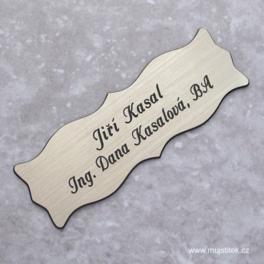 Stříbrný nalepovací dveřní štítek s gravírováním jména a přijmení