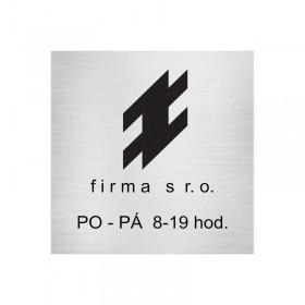 Stříbrná firemní tabule s označením sídla firmy a provozovny s vlastním designem na míru